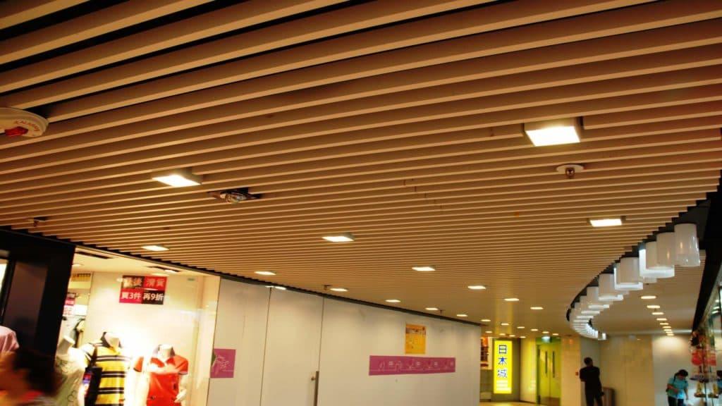 Деревянный потолок своими руками 54